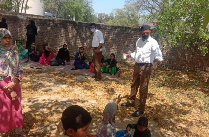 भूखे प्यासे जयपुर से बरेली जा रहे 150 मुस्लिम लोगों को पुलिस ने रोका, मदद को आगे आया आरएसएस