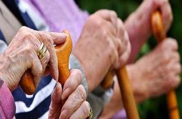 घर के बुजुर्ग हैं अनमोल, उनकी सेहत का रखें खास ख्याल