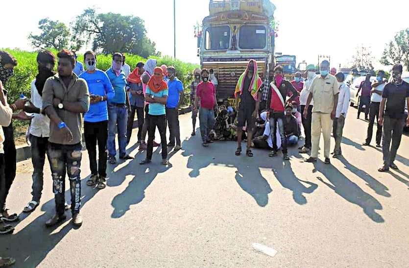 घर जाने निकले और हो गए बेघर, छत्तीसगढ़ महाराष्ट्र की सीमा पर फंसे सैकड़ों लोग ...