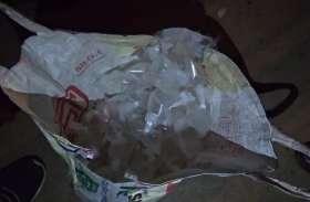 प्लास्टिक पाऊच में शराब पैक कर की जा रही थी बिक्री, ग्रामीणों ने पुलिस को किया फोन, तो झोला छोड़कर भागे