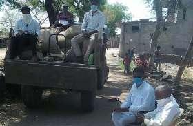 राशन वितरण में अनियमितता पर उखड़े ग्रामीण