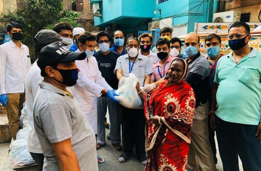 CORONA ALERT: Food items distributed to the needy-जरूरतमंदों में खाद्य सामग्री  वितरित