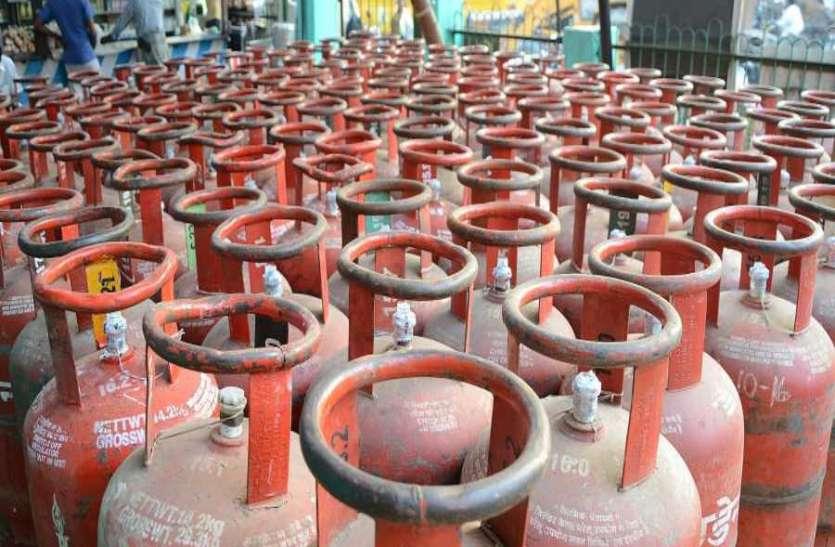 चोरों ने गैस गोदाम पर बोला धावा, दरवाजा तोड़कर LPG के 30 सिलेंडर लेकर हुए फरार