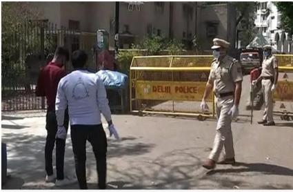 Corona Lockdown: राजधानी दिल्ली में होम क्वारंटाइन में न रहने वालों पर पुलिस सख्त, 33 के खिलाफ FIR दर्ज