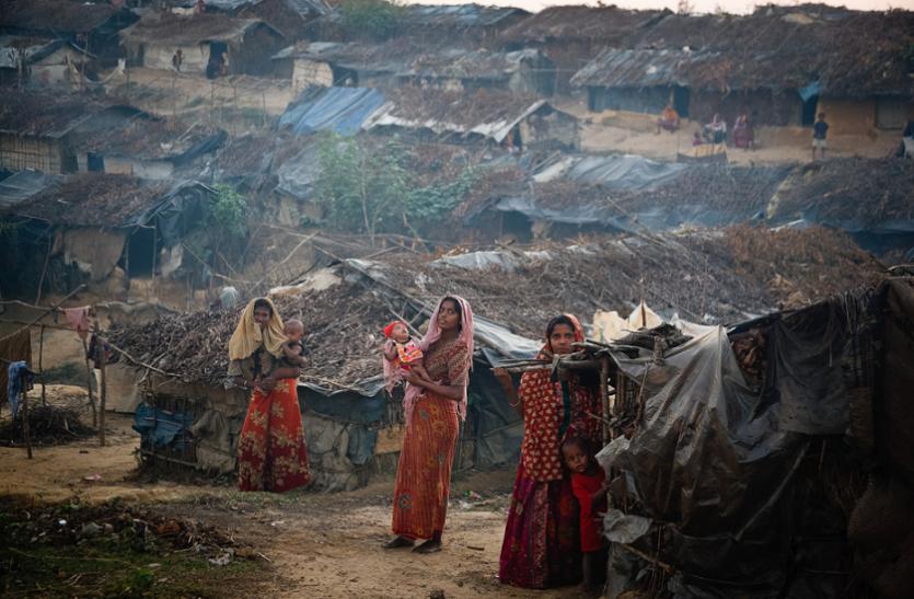 अब रोहिंग्या शरणार्थियों में कोरोना वायरस का खतरा, छोटी-छोटी झोपड़ियों में रह रहे हजारों लोग