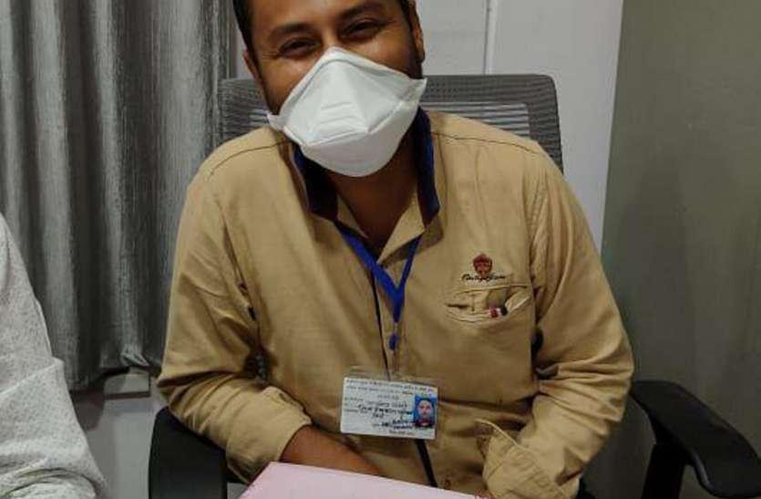 कोरोना के कर्मवीर.. स्वास्थ विभाग के कर्मचारी जान जोखिम में डालकर कर रहे ड्यूटी
