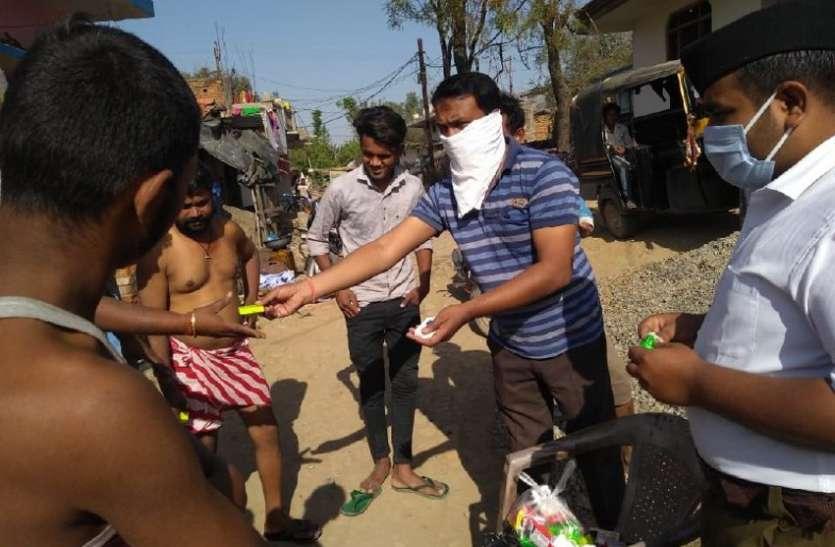 रीवा में कोरोना जैसी आपदा के वक्त सेवा में जुटे संगठन, पहुंचा रहे भोजन