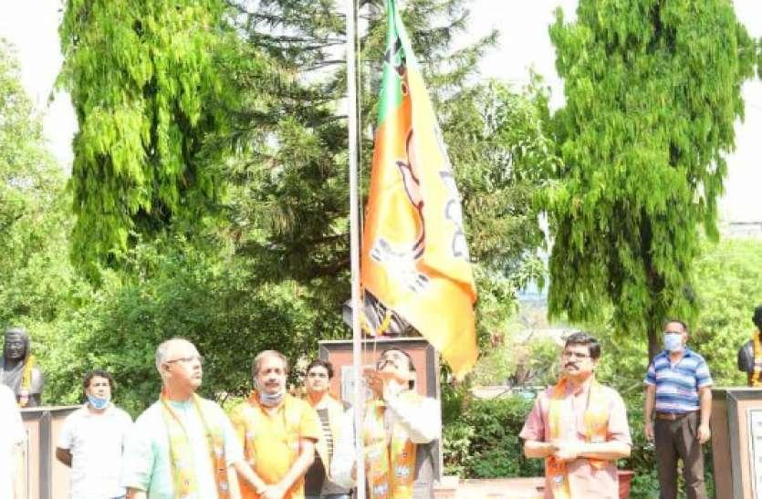 भाजपा ने प्रदेश कार्यालय में मनाया 40 वां स्थापना दिवस, बीजेपी अध्यक्ष की अपील ,कार्यकर्ता एक वक्त का भोजन त्यागें
