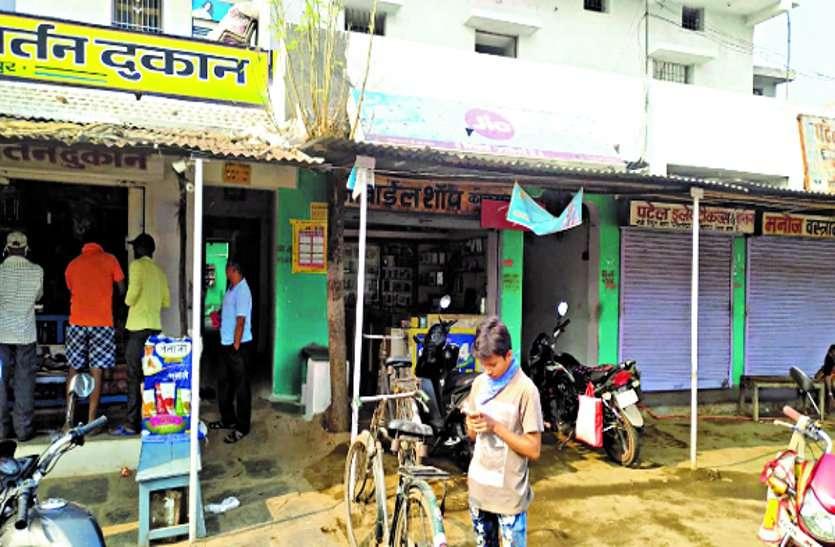 डोंगरगांव के कोकपुर सहित ग्रामीण क्षेत्रों में धड़ल्ले से खुल रही हैं सभी दुकानें