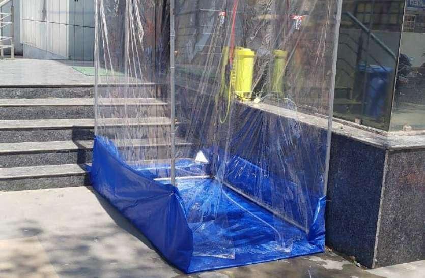 कोरोना से बचाव के लिए यहां बनाया गया ऐसा टनल, जिसमें प्रवेश करते ही सेनेटाइज हो जाता है शरीर