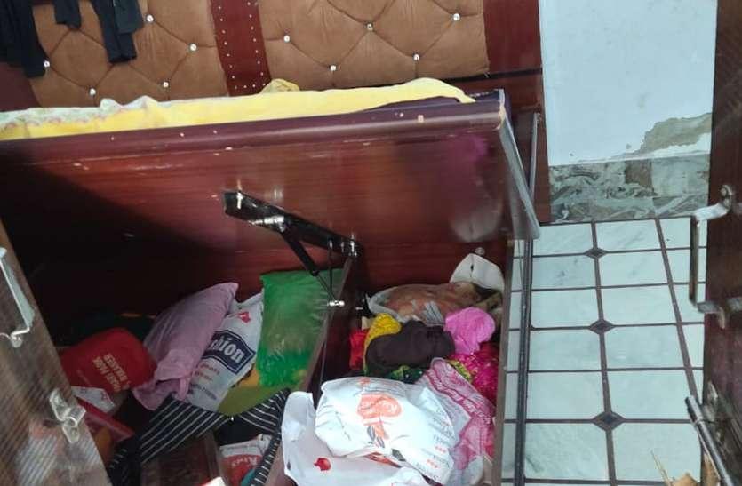 .लॉकडाउन में गए गांव, चोरों ने घर किया साफ