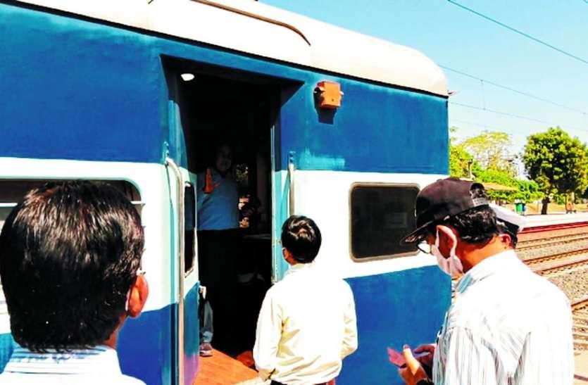कोटा मंडल डीआरएम और सीनियर डीइएन ने किया रेलवे स्टेशन का औचक निरीक्षण