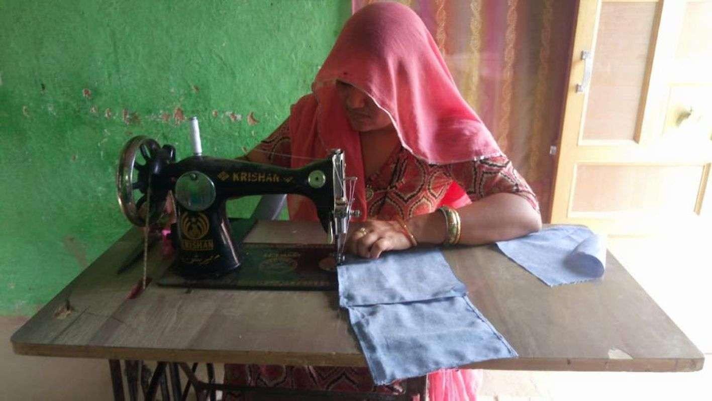 मास्क की कमाई से जल रहा चूल्हा, घर बैठे महिलाओं को रोजगार