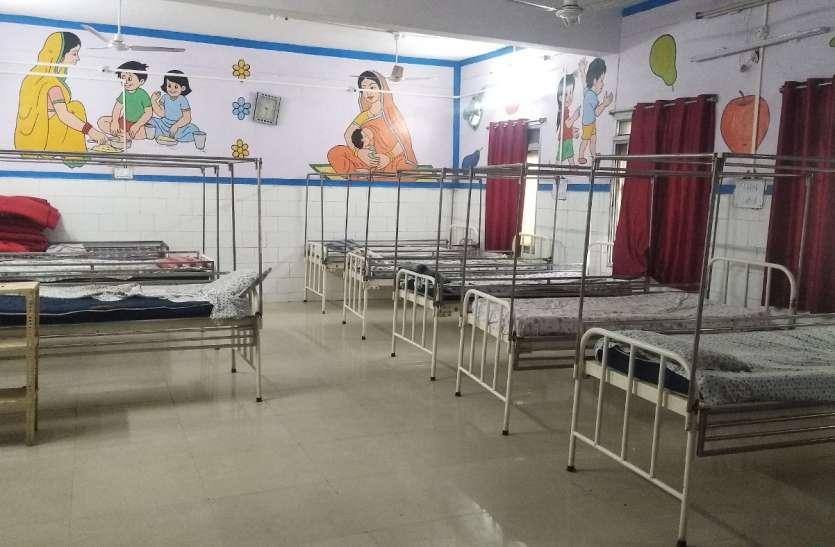 संक्रमण के भय से वार्डों में भर्ती नहीं किए जा रहे कुपोषित बच्चे, वार्ड खाली पड़े, घर पहुंचाया जा रहा पोषण आहार
