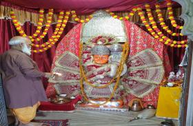 कर्फ्यू  बीच मंदिरों में जन्मे केसरी नंदन,  अभिषेक के बाद हुई जन्म आरती