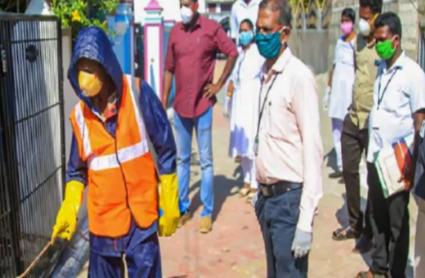 Corona Lockdown: दिल्ली के 20 हॉटस्पॉट इलाके सील, UP में मास्क न पहनकर घर से निकलने पर होगी कार्रवाई