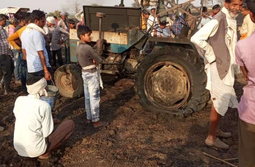 आगजनी में 35 बीघा फसल सहित ट्रैक्टर जलकर खाक