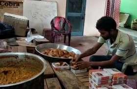 आंखों की रोशनी न होने के बावजूद प्रियांक लॉकडाउन में कर रहा सैकड़ों की सेवा, पहुंचा रहा भोजन