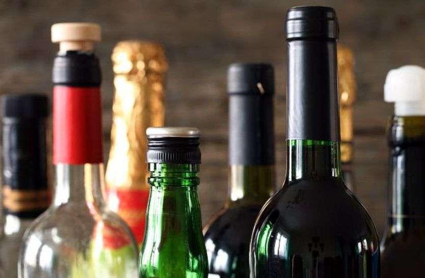 राज्य सरकार की नई गाइडलाइन के विरोध में शराब कारोबारी, नहीं खोली शराब की दुकानें