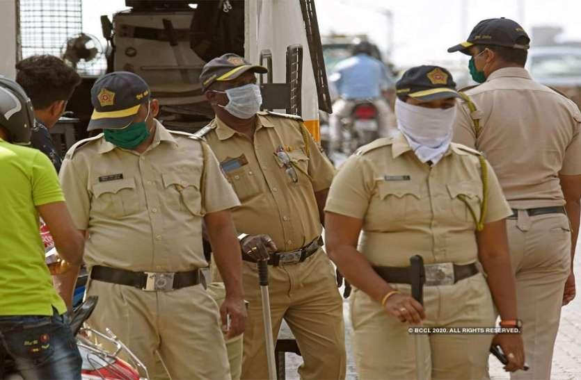 Maharashtra: लॉकडाउन का उल्लंघन करने वालों को सिखाया सबक, पुलिस ने बनाया 'मुर्गा
