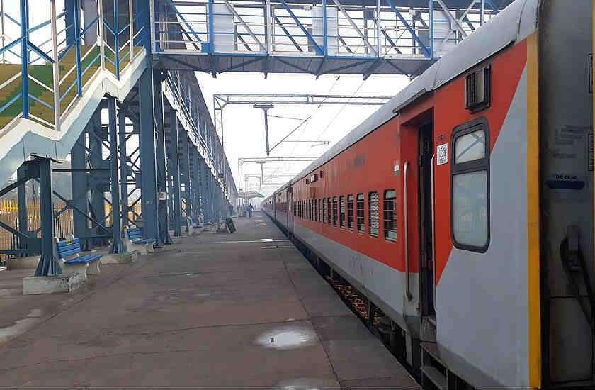 people_called_railway_helpline_in_lockdown.jpg