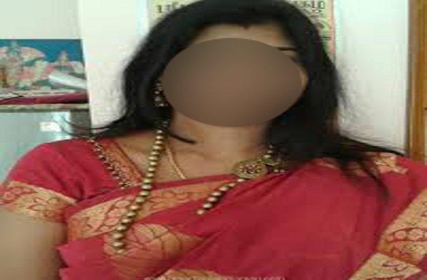 पति ने बच्चों को पीटा तो आधी रात फंदे पर झूल गई पत्नी, मां को नहीं देख बिलख उठे बच्चे