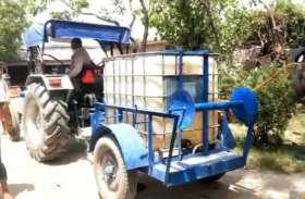 गांव के युवकों ने खेती में काम आने वाले यंत्र से जुगाड़ से बनाया सेनेटाइज़र मशीन