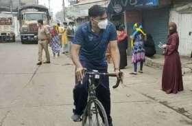 लॉकडाउन के दौरान साइकिल पर सवार एसएसपी मुनिराज की तस्वीर हुई वायरल, जानिए क्या है मामला