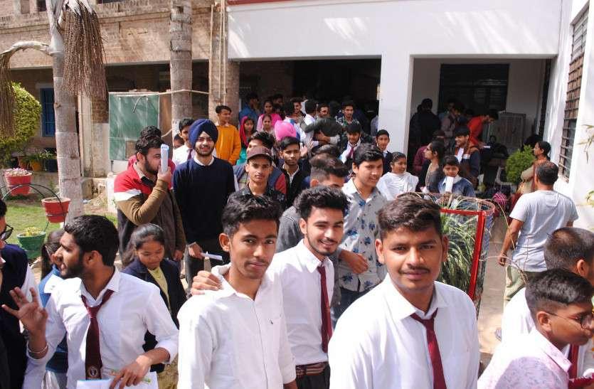 कोटा राजस्थान के कोचिंग सेंटर में जिनके बच्चें  फंसे है,वे जिले के डीईओ से संपर्क करें