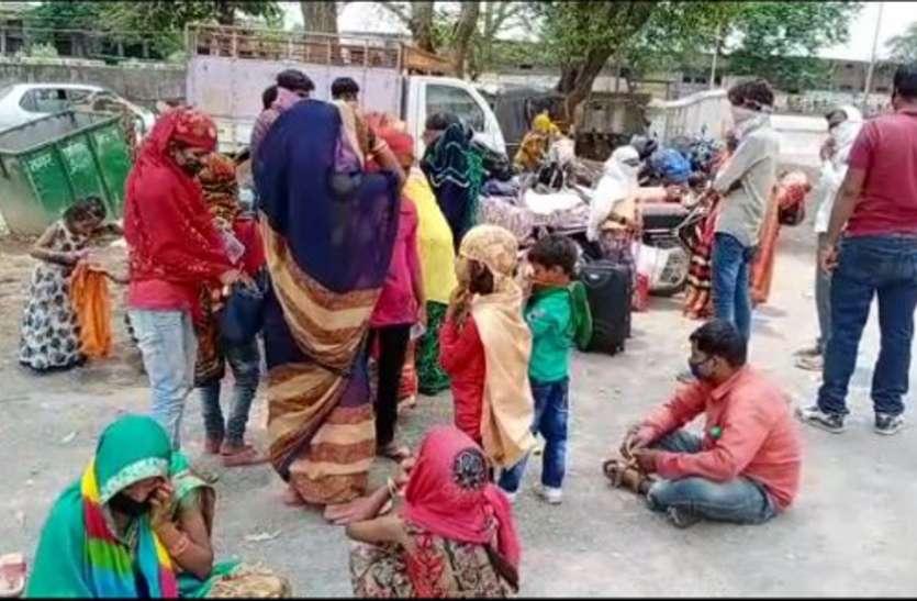 महिलाओं और बच्चों को लेकर भोपाल से रीवा पहुंचे दो दर्जन लोग