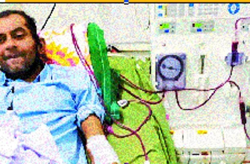 जीन मोहल्ले के युवक किडनी की बीमारी से परेशान, डायलिसिस के लिए 5 घंटे करना पड़ा इंतजार