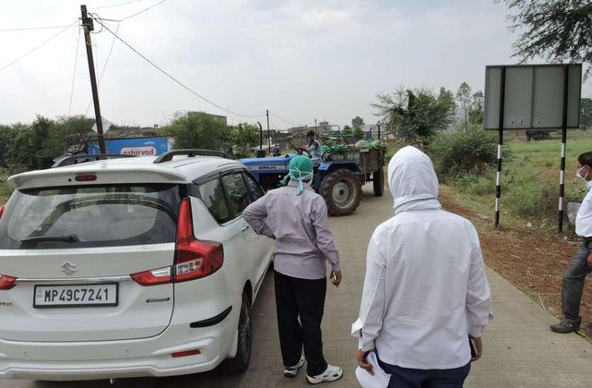 फोन कर किसान को केंद्र पर जाने को कहा रास्ते में पुलिस ने मारे डंडे