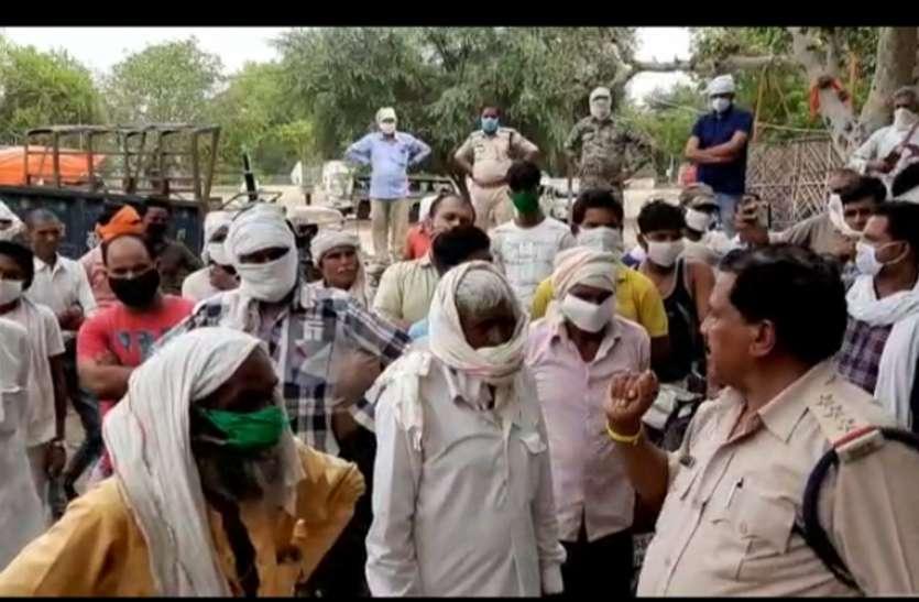दुष्कृत्य के आरोपी की गिरफ्तारी की मांग को लेकर कैलारस थाना घेरा