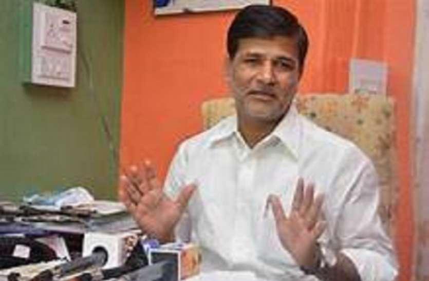 maha politics: लाॅकडाउन के बीच कैसे जारी हो गए लगभग 10 हजार करोड़ के टेंडर, विपक्ष ने पूछा सवाल