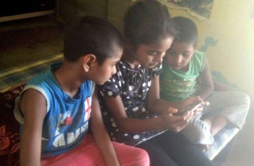 स्माइल कार्यक्रम शुरू, घर बैठे बच्चे कर रहे ऑनलाइन पढ़ाई