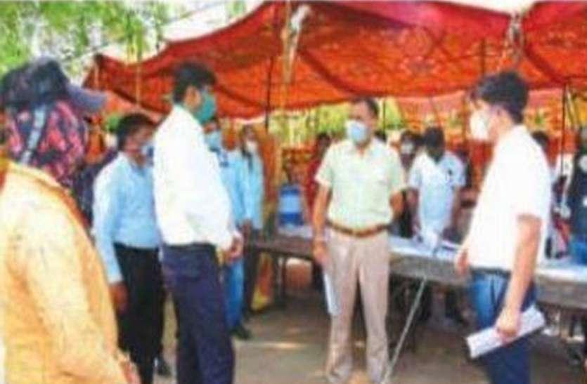 प्रमुख शासन सचिव महाजन ने देखा जोधपुर में कफ्र्यू क्षेत्र और निगम का सेंट्रल किचन, सर्किट हाउस में ली बैठक