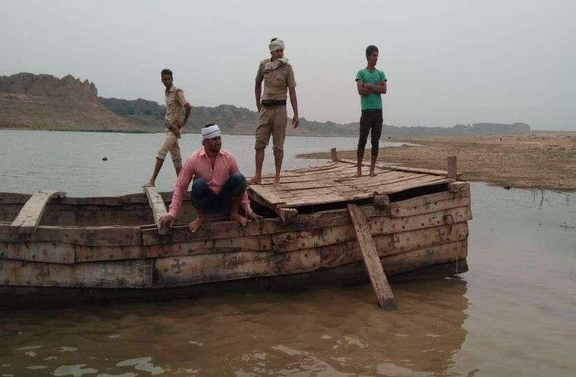 चंबल की सीमा पार करा रही नाव जब्त