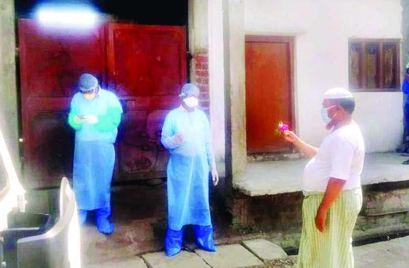 स्थानीय प्रशासन ने देवास जिले में पहली बार तीन किमी क्षेत्र का पूरा गांव कंटेंनमेंट एरिया घोषित किया