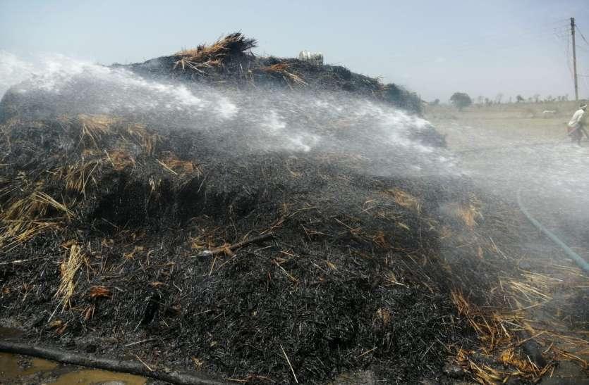 गेहूं के खेत में लगी आग, फसल जलकर खाक