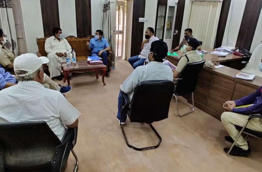 कैबिनेट मंत्री ने ली अधिकारियों की बैठक, दिए आवश्यक निर्देश