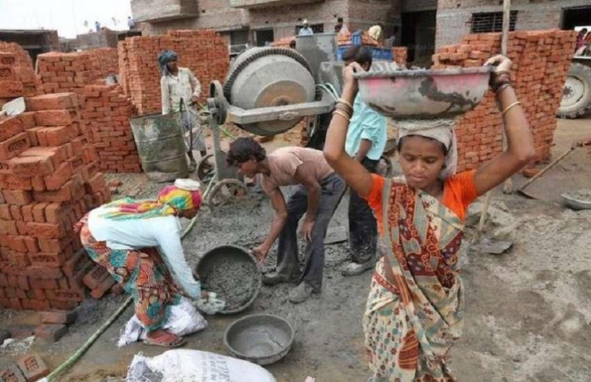 Good News Maha Corona Effect: अब मजदूरों को मिलेगी राहत, ठाकरे सरकार ने लिया यह फैसला...