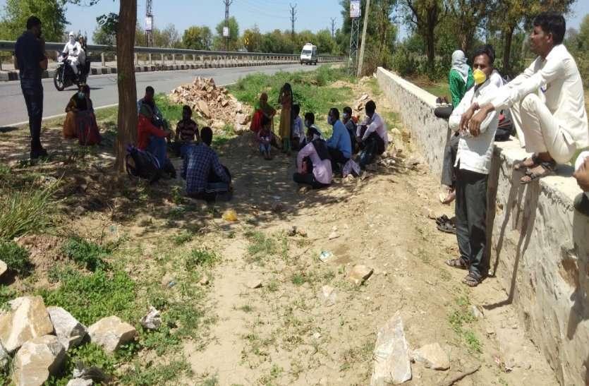 हरियाणा से पैदल चले, राजस्थान के रास्ते मध्य प्रदेश जाएंगे ये मजदूर, हर कोई अपनी सीमा से निकाल रहा