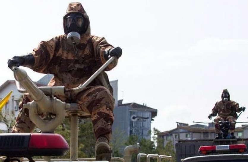 ईरान: आर्मी परेड में हथियारों की जगह जवानों के हाथों में दिखा मास्क, कोरोना से लड़ने का दिया संदेश