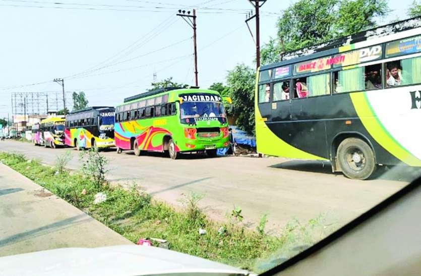 गोंदिया से 88 मजदूर बस से पहुंचे घरघोड़ा तो लोगों में मचा हडक़ंप