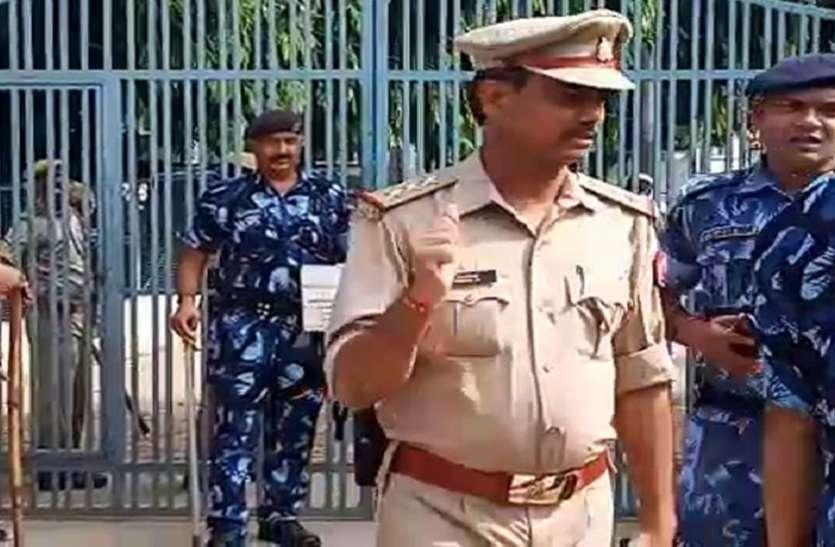यूपी के बाहुबली के यहांताबकतोड़छापेमारी , चेचरेभाई समेत दो गिरफ्तार