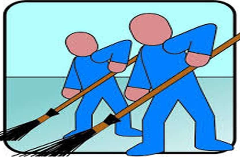 कोरोना संक्रमण के बीच नागदा में सफाईकर्मियों के साथ शर्मनाक घटना
