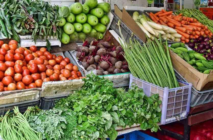 लॉकडाउन के बीच महिलाओं ने खोली सब्जी की दुकान