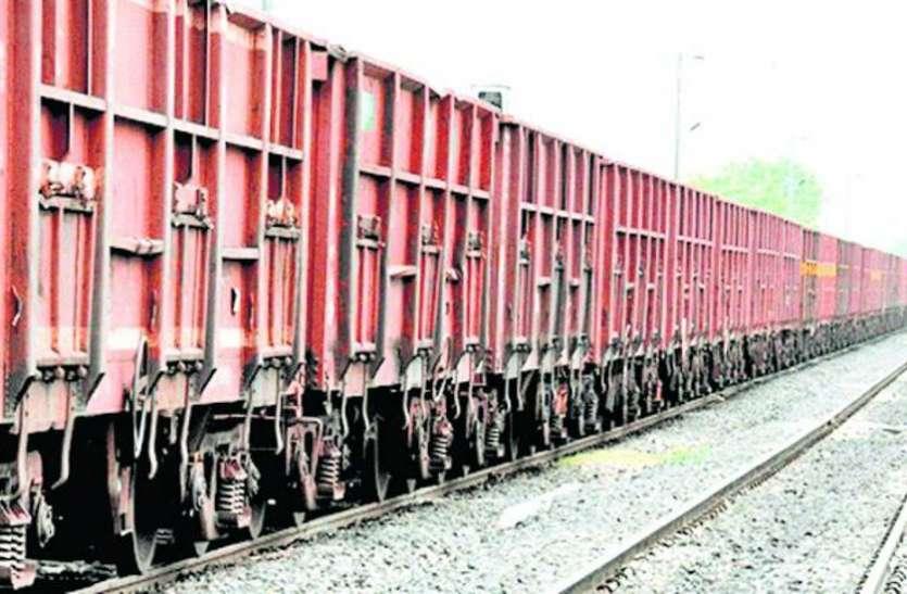 रेलवे किसानों को दे रहा राहत, कोविड-१९ पार्सल ट्रेन में भाड़ा ३० से ४० रुपए कम