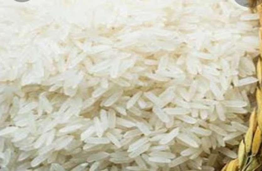पार्षद अपने ही लोगों को बांट रहा है चावल, हम मर रहे हैं भूखे