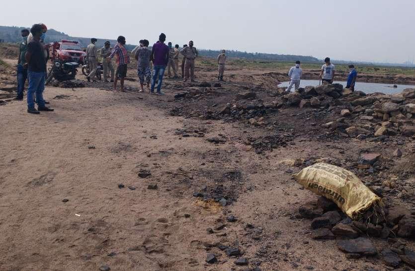 अवैध रूप से कोयला निकाल रहे महिला व युवक की रेतीली मिट्टी धंसने से मौत, तीन बच्चों के सिर से उठा मां का साया